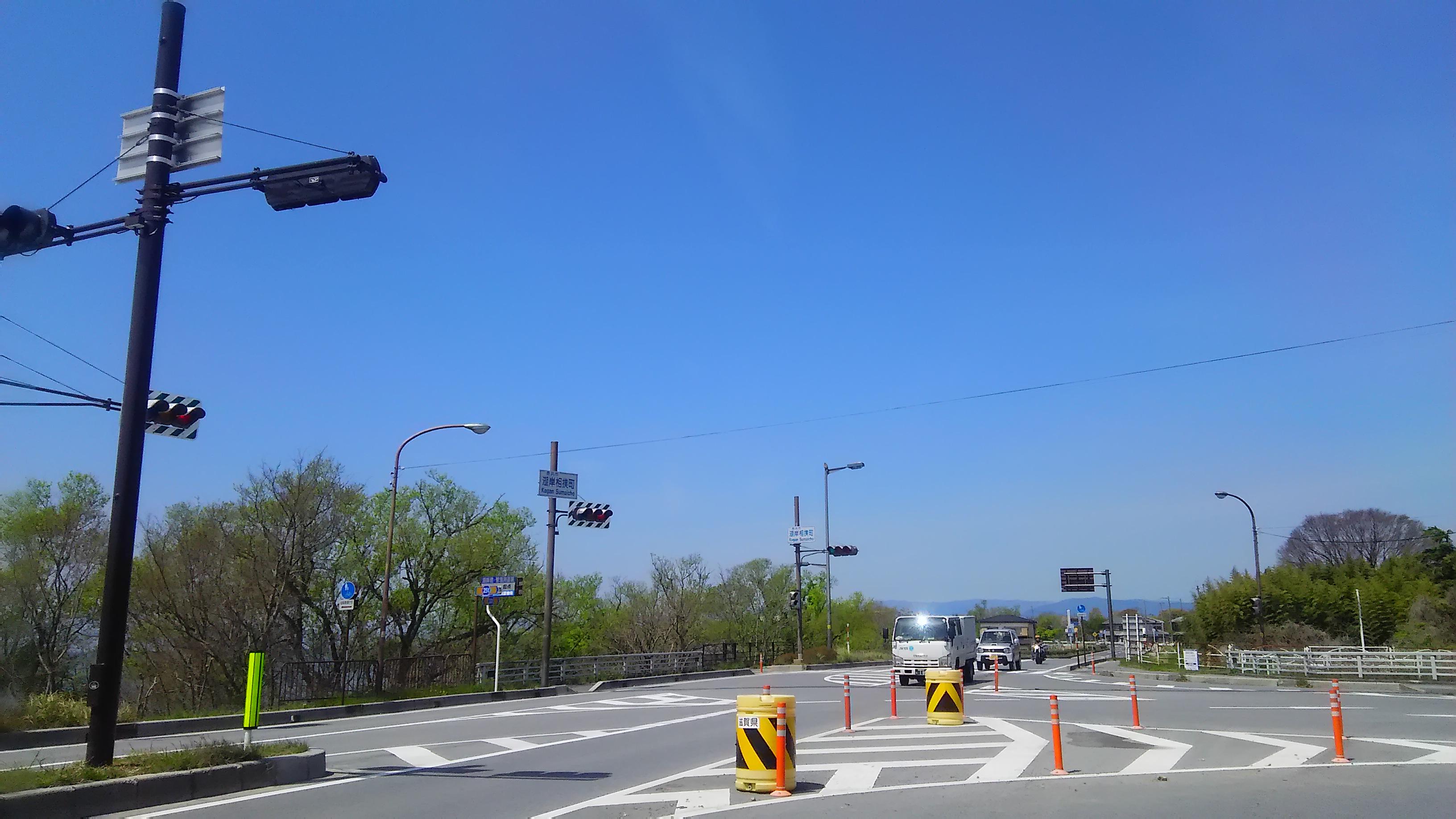 湖岸道路からは「湖岸相撲町」の交差点を伊吹山側(東)へ